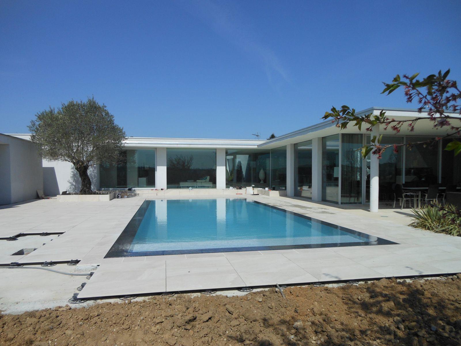 un exemple de r novation de piscine c t jardin. Black Bedroom Furniture Sets. Home Design Ideas