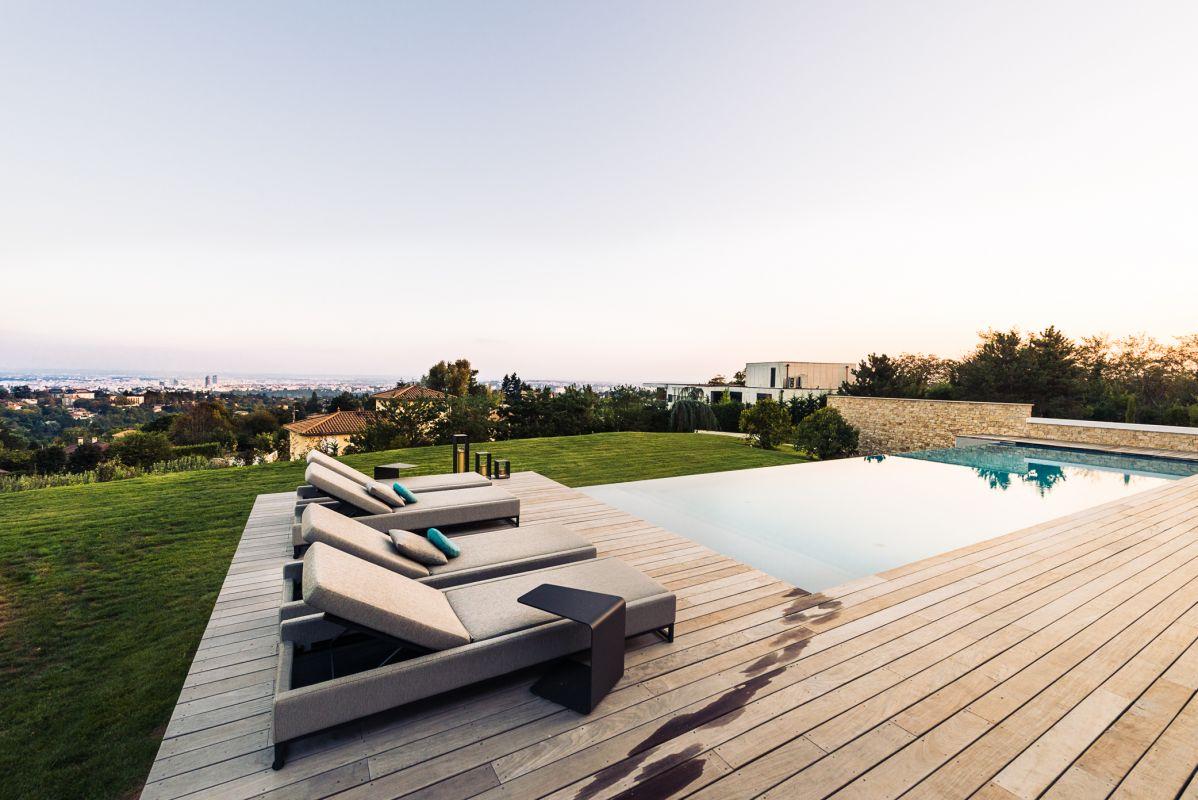 contrats entretien maintenance piscine rh ne c t jardin. Black Bedroom Furniture Sets. Home Design Ideas
