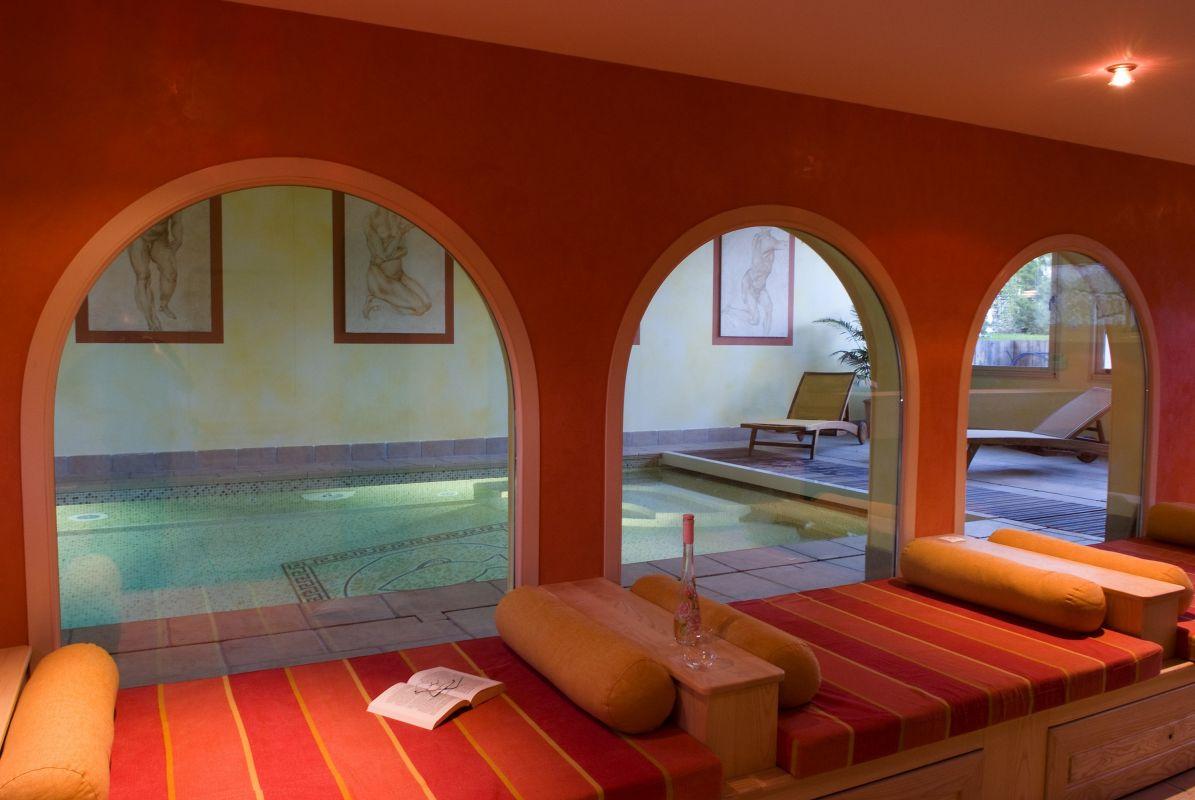 Construction de piscine avec parois en verre ou en inox for Construire une piscine interieure
