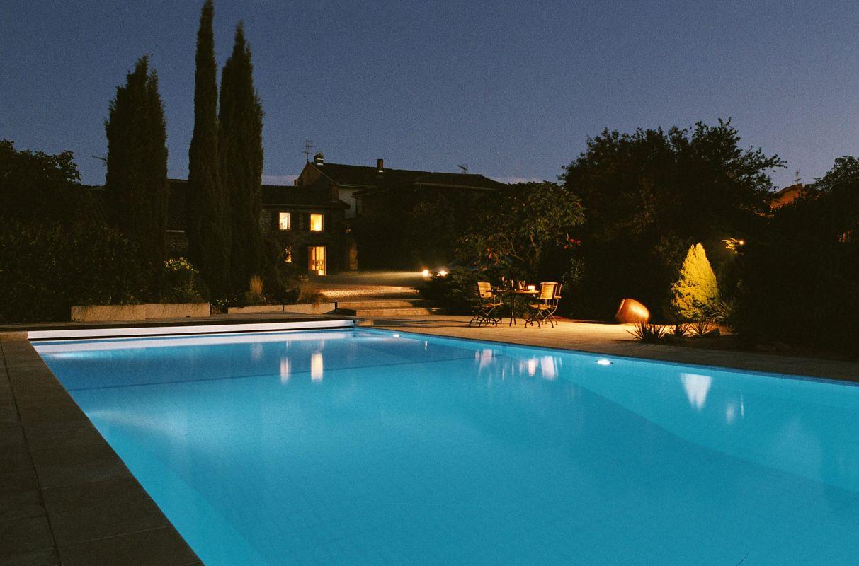 Construction de sauna brignais 69530 c t jardin for Constructeur piscine lyon